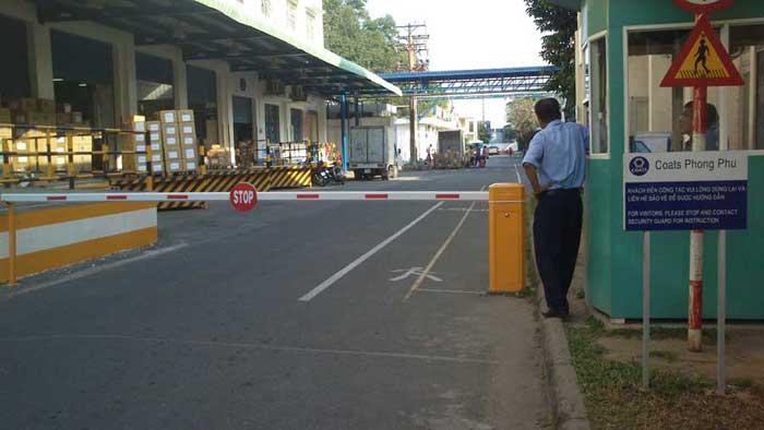 Sử dụng cổng barrier chắn đường phân luồng giao thông hiệu quả ...